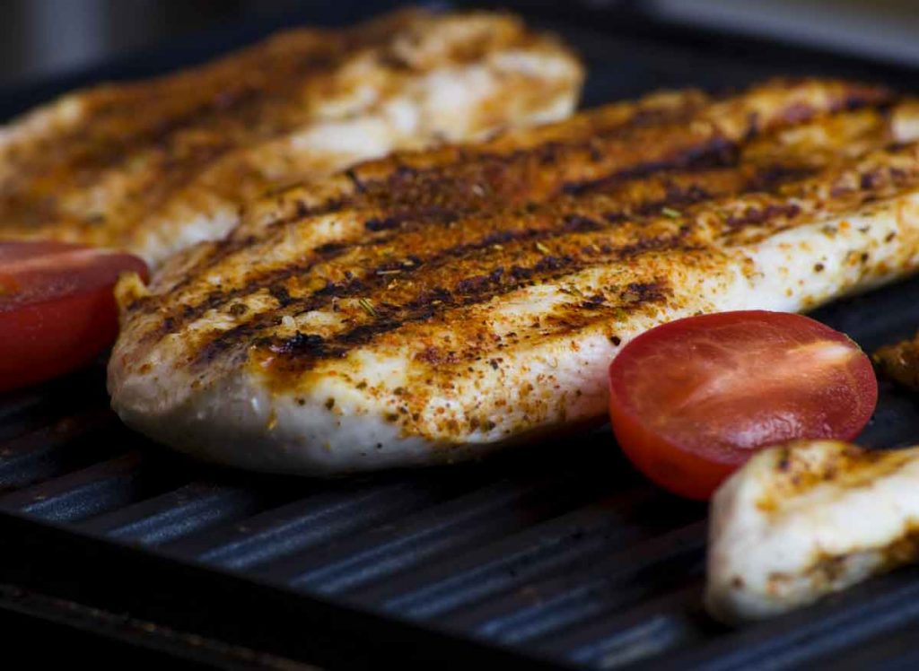grilled chicken with tomato